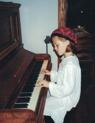 1993 Wallis plays Piano 1993