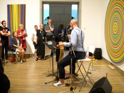Thorwald Jørgensen plays theremin in the National Gallery. Photo by the author.