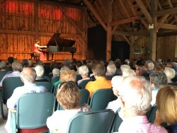 Angela Hewitt in performance on July 23. Photo by the author.