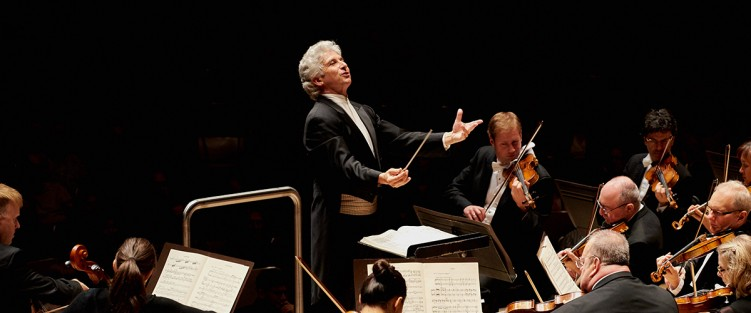 Peter Oundjian conducting La Mer - Photo by Malcolm Cook