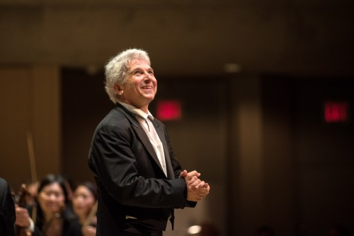 Peter Oundjian receives applause. Photo credit: Nick Wons.