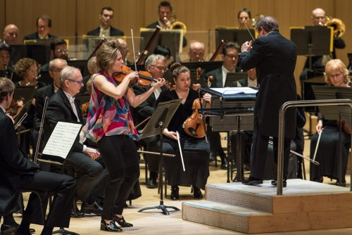 Violinist Leila Josefowicz with the TSO. Photo credit: Nick Wons.