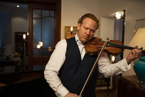Violinist Daniel Hope spends this period of social distancing by performing chamber concerts from his living room in Berlin with specially invited guests. Every day at 6pm. Photo courtesy of DANIEL WALDHECKER / ARTE G.E.I.E.