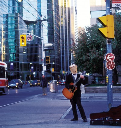 Busking outside Roy Thomson Hall - a musical ecosystem. Photo COSMO CONDINA NORTH AMERICA / ALAMY STOCK PHOTO