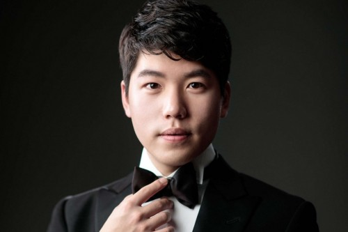 Sae Yoon Chon, a student at the RCM Glenn Gould School, is the new recipient of the Ihnatowycz Piano Prize.